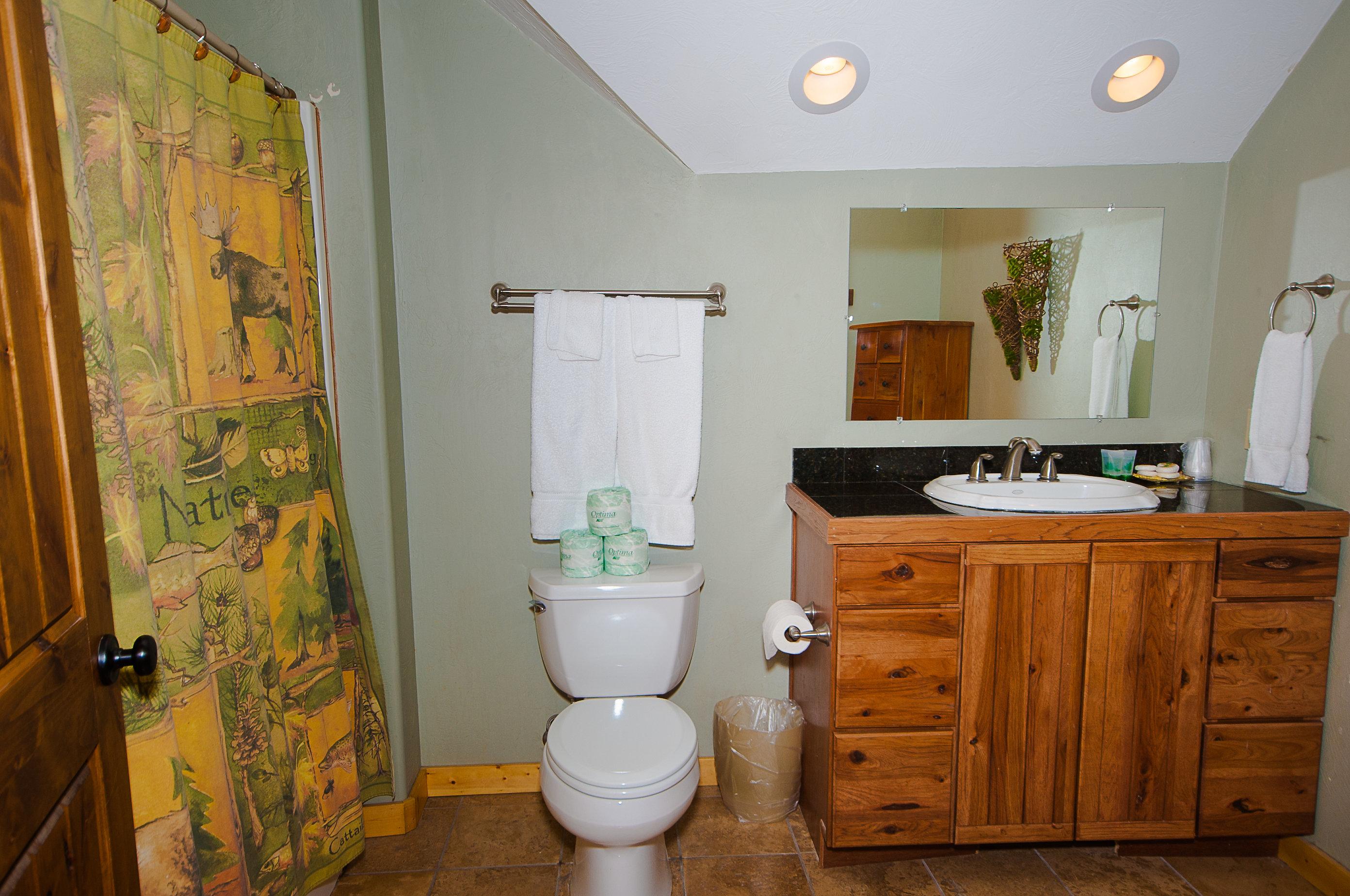 6. C21 Full Bath Upstairs