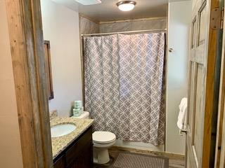 6-4bathroom1